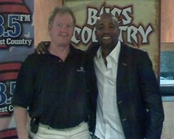 darius rucker of hootie and the blowfish country music star clear channel radio tampa florida